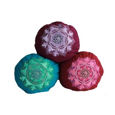 Meditationskissen | Yogakissen | OM Mandala ziert eine edle und aufwändige Stickerei |