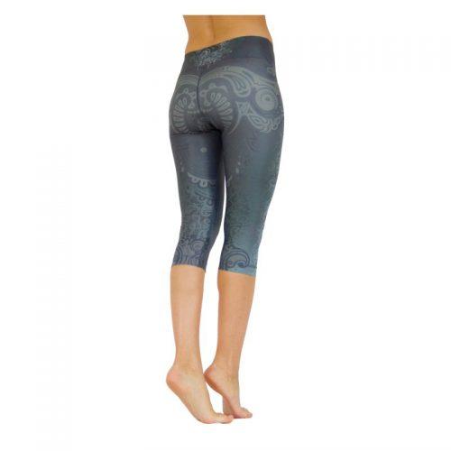 Yoga Capri Leggings von Niyama   Maori Magic   Yoga Pants   Yogahose   Fitness Leggings   Yoga Kleidung