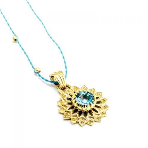 Gold Anhänger Hals Chakra 18 Karat vergoldet aus Sterlingsilber mit blauem Topas | Yoga Schmuck | Yoga Anhänger | Spiritueller Schmuck | Chakra Anhänger | Gold Anhänger kaufen