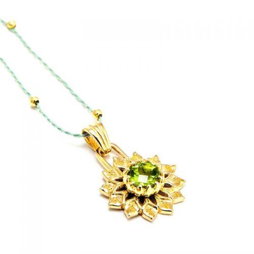 Gold Anhänger Herz Chakra 18 karat vergoldet aus Sterlingsilber mit hochwertigem Peridot | Chakra Anhänger | Herz Chakra Anhänger | Chakra Schmuck | Yoga Schmuck | Spiritueller Schmuck