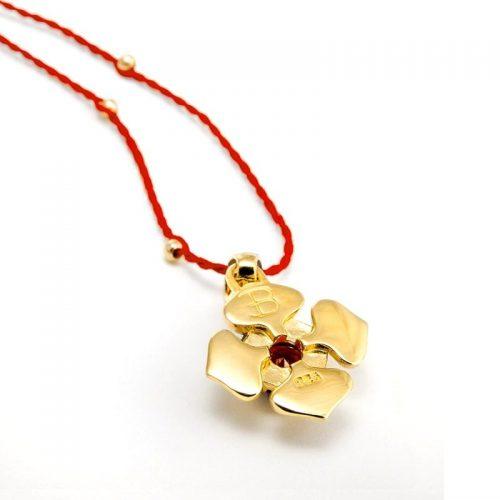 Gold Anhänger Wurzel Chakra 18karat vergoldet aus Sterlingsilber mit hochwertigen Granat | Rückseite | Yoga Schmuck | Spiritueller Schmuck