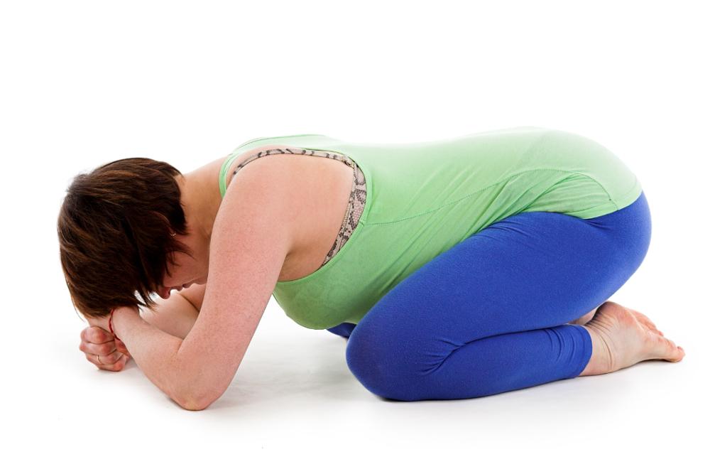 Schwangerenyoga Yogaübung Dharmikasana Die Stellung des Kindes Yoga in der Schwangerschaft
