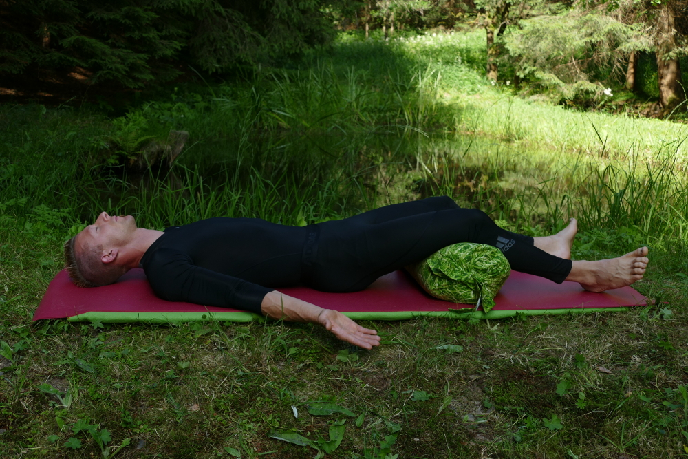 Yoga-Übung Santiasana –Frieden Yoga bei Bandscheibenvorfall