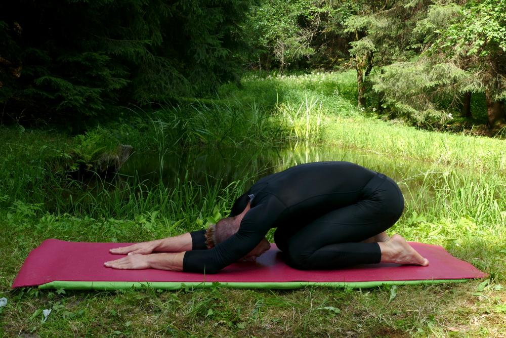 Yoga-Übung Sasangasana – Hase Yoga bei Bandscheibenvorfall