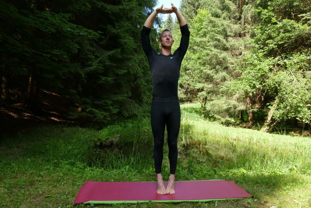 Yoga-Übung Talasana – Palmyrapalme Yoga bei Bandscheibenvorfall