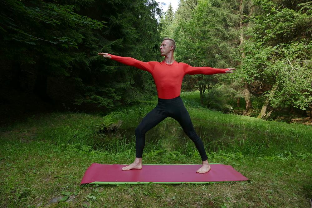 Yoga Übung Virabhadrasanan II – der Bogenschütze Yoga für Anfänger