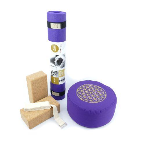 Yoga Set für Beginner in der Farbe lila mit zwei Kork Yoga Blocks, Yogamatte, Yogakissen und Yoga Gurt