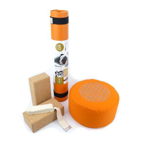 Yoga Set für Beginner in der Farbe orange mit zwei Kork Yoga Blocks, Yogamatte, Yogakissen und Yoga Gurt