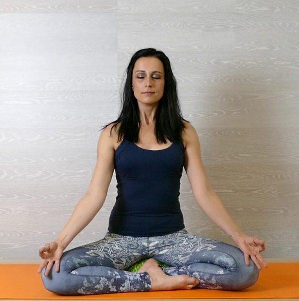 Meditation lernen – der Halblotus-Sitz