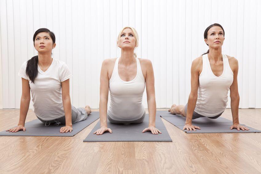 Anusara Yoga – hier treffen traditionelle Asanas auf moderne Bio-Mechanik