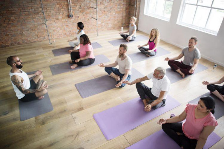 Anusara Yoga - ruhige und bedachte Übungen mit fließenden Übergängen