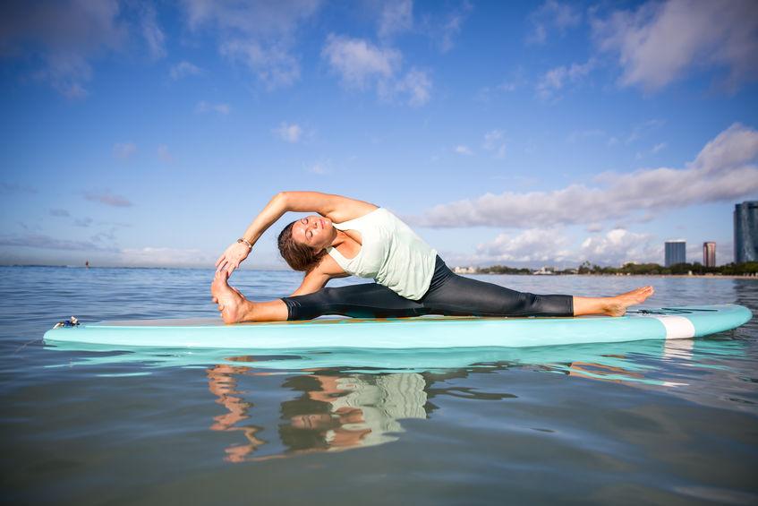 SUP Yoga – für alle, die das Wasser und die Sonne lieben