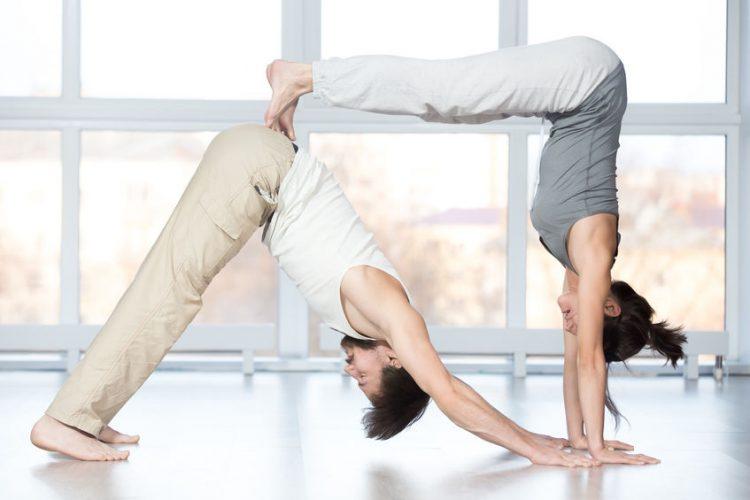 Was sind die Vorteile von Partner-Yoga