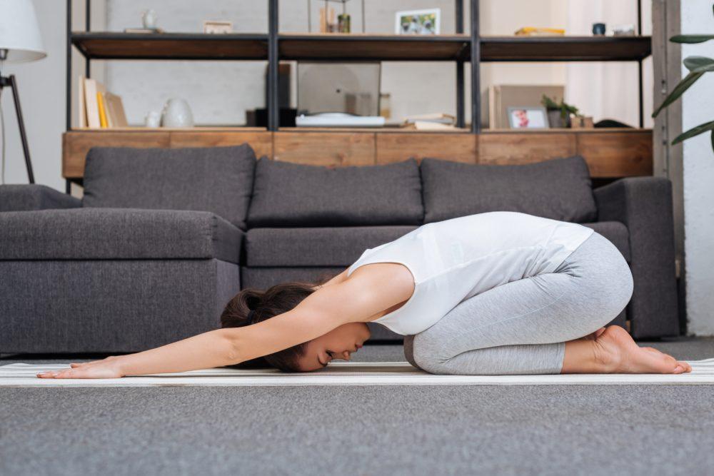 8 einfache Übungen für Yoga zu Hause