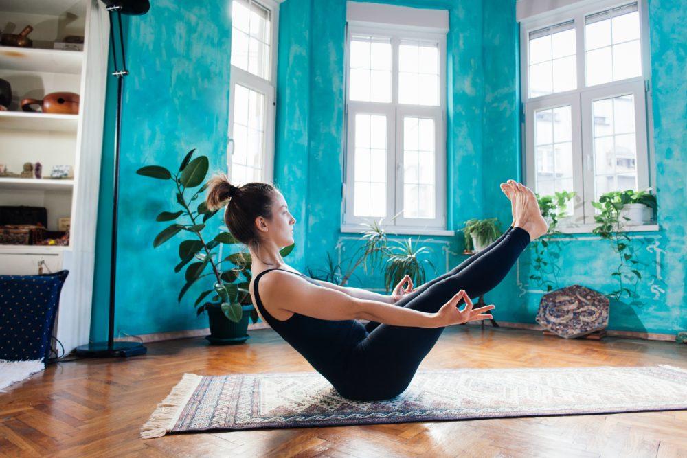 Yoga zu Hause – Übungen & Tipps für eine sichere Yoga-Praxis
