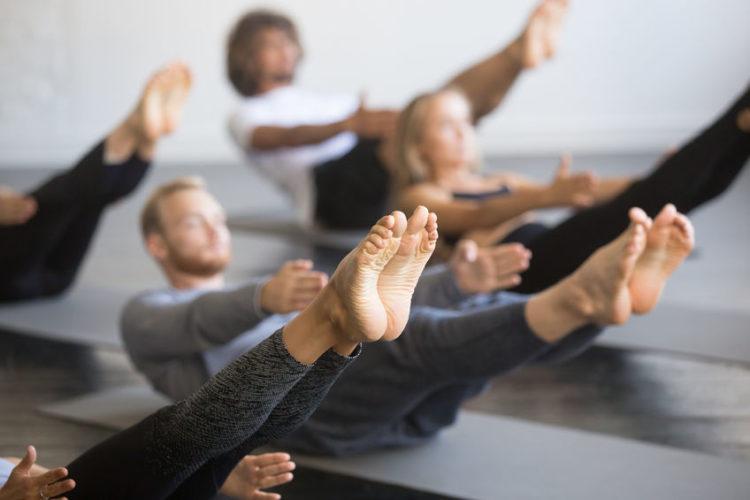 Yoga und Pilates bieten ein Workout für den gesamten Körper