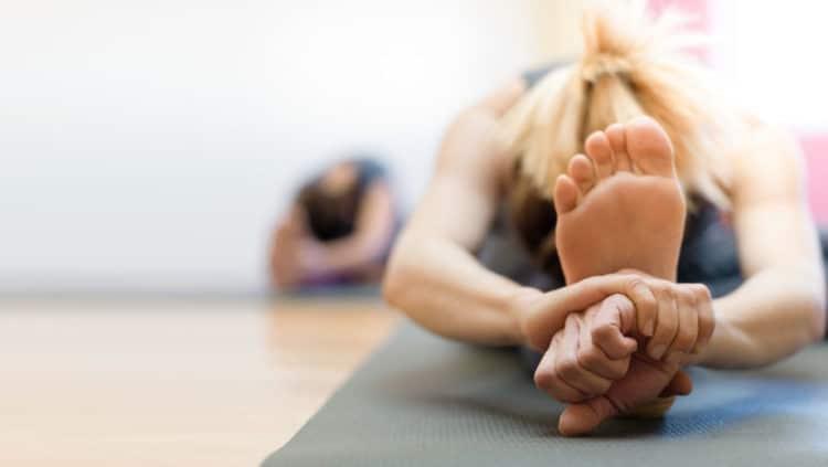 Yoga Schuhe & Yoga Socken – für sicheren Stand und ein Barfuß-Gefühl