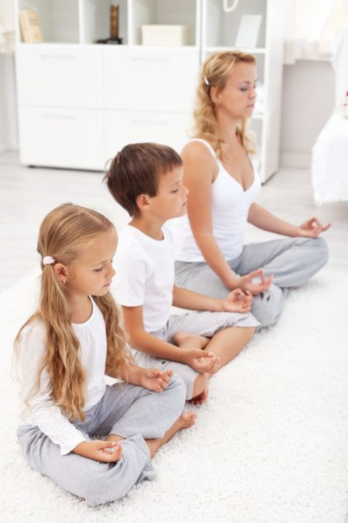 Yoga mit Kind – auch zu Hause üben